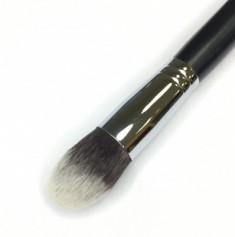 Кисть для нанесения тонального крема и минеральной косметики MAKE-UP-SECRET 746 нейлон