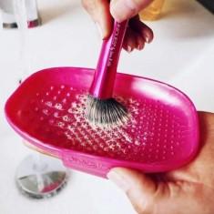 Палетка для очистки кистей Real Techniques Brush cleansing palette